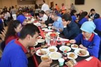 UĞUR AYDEMİR - Bakan Özlü İşçilerle Birlikte Yemek Yedi