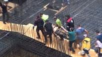 TOPRAK KAYMASI - İstanbul'da Toprak Altında Kalan İşçi Hayatını Kaybetti