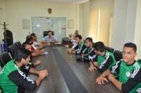 MEHMET TOSUN - Spor İl Müdürü Ataşbak, Adana Suriye Futbol Takımını Kabul Etti