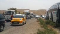 KAFA TRAVMASI - Cizre'de Terör Saldırısı Sonrasında Uzun Araç Kuyrukları Oluştu