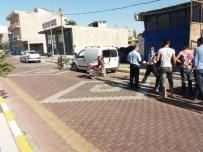 EHLİYETSİZ SÜRÜCÜ - Ehliyetsiz Motosiklet Sürücüsü Park Halindeki Araca Çarptı