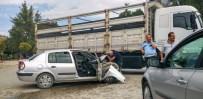 HATALI DÖNÜŞ - Kamyonla Çarpışan Araçtaki 4 Polis Yaralandı