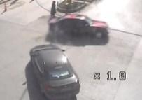 KIRMIZI IŞIK - Erzurum'da Meydana Gelen Trafik Kazaları MOBESE Kameralarına Yansıdı