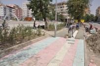 SIIRT BELEDIYESI - Kent Meydanının Çevre Düzenlemesi Yapılıyor