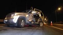 KAYMAKÇı - Bursa'da Otoyolda Feci Kaza, 2 Yaralı