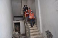 EVDE ÇALIŞMA - Yaşlı Adamın Evinden 3 Kamyon Çöp Çıktı