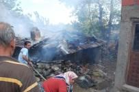 AHŞAP EV - Yaşlı Kadını Yangından Komşuları Kurtardı