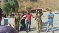 BALıKESIR BELEDIYESI - Yol kesen PKK'lılarla halay çekti, gözaltına alındı