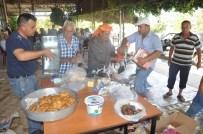 ÇAM SAKıZı - Köylüler Yangınla Savaşan Orman İşçilerine Yemek Temin Ediyor