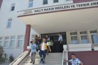 AKILLI TAHTA - Merdivenden Düşen İşçi Yaralandı