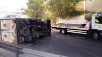 E-5 KARAYOLU - Virajı Alamayan Kamyonet Yan Yattı, Trafikte Yoğunluk Oluştu
