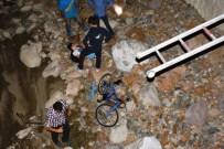 HARŞİT ÇAYI - Bisikletiyle Harşit Çayı'na Düştü