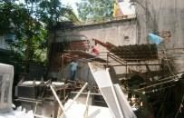 BELEDİYE ENCÜMENİ - İzmit Belediyesi Kaçak Yapılara Geçit Vermiyor