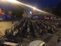 SABAH NAMAZı - Nöbetin Son Sabah Namazı Meydanda Kılındı