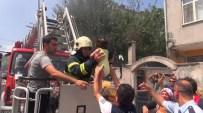 MAHSUR KALDI - Körfez'de Hurdalık Alanda Çıkan Yangın Korkuttu