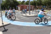 TRAFİK EĞİTİM PARKI - Küçükçekmeceli Çocuklar Pedallara Asıldı