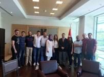 MOLDOVA - Moldova Amerikan Üniversitesi'nde Bulunan GAÜ Öğrencileri, Büyükelçi Kartal'ı Ziyaret Etti