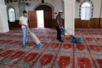 Belediyeden Cami Halılarına Kaliteli Temizlik