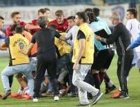 ANKARA EMNİYETİ - Türkiye - Güney Kıbrıs maçında saha karıştı! Tekmeler havada uçuştu...