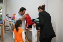 MARKET - Halk Market, 250 Çocuğa Kırtasiye Yardımı Yaptı