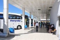 ŞEHİRLERARASI OTOBÜS - Van'da Havalimanı Ve Otogarda Sesiz Bayram