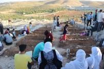 AHMET ÇELIK - Bu Bayram Onlar Yok Açıklaması Mezarlıkta Ağlatan Görüntü