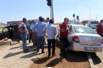 ATATÜRK BULVARI - Otomobille Hafif Ticari Araç Çarpıştı Açıklaması 4 Yaralı
