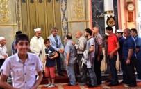 BEYOĞLU BELEDIYESI - Başkan Demircan Vatandaşlarla Ve Çocuklarla Bayramlaştı