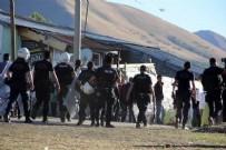 KARABÖRK - Erzurum'da 100 kişinin karıştığı aşiret kavgası: 3'ü polis 8 yaralı