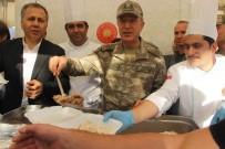 ALI YERLIKAYA - Genelkurmay Başkanı Akar Karkamış'ta Yemek Dağıttı