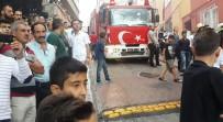 HÜRRİYET MAHALLESİ - İstanbul'da Korkutan Yangın Açıklaması Mahalleli Sokağa Döküldü