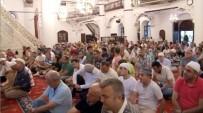 BAYRAM HAVASI - İzmir'de Vatandaşlar Bayram Namazı İçin Camilere Akın Etti