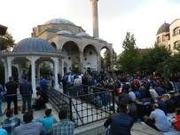 SABAH NAMAZı - Kosova'da Kurban Bayramı Coşkusu