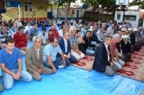 KUMKALE - Turan, Bayram Namazını Kumkale Köyünde Kıldı