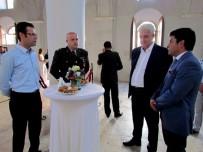 MURAT SEFA DEMİRYÜREK - Çeşme'de Resmi Bayramlaşma Tarihi Mekanda Yapıldı