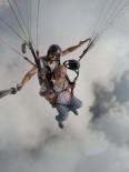ÖLÜDENİZ - Oyuncu Yakup Yavru, Fethiye'de Yamaç Paraşütüyle Uçtu
