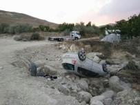 CUMHURIYET ÜNIVERSITESI - Sivas'ta Trafik Kazası Açıklaması 3 Yaralı