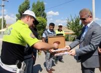 NUMUNE HASTANESİ - Sivas Valisi Gül, Sürücülere Çikolata İkram Etti