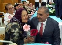 MURAT KILIÇ - Vali Koçak, Bayramda Yaşlıları Sevindirdi