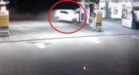 BENZIN - Otomobil Benzin İstasyonuna Daldı!
