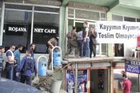 POLİS MÜDAHALE - Açlık Grevine Polis Müdahalesi Açıklaması 20 Gözaltı