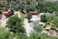 MANGAL KEYFİ - Bayramda Derebağ Şelalesi'ne Ziyaretçi Akını