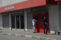 HIRSIZLIK ZANLISI - Cezaevinden İzinli Çıktı, Banka Soyarken Yakalandı
