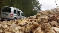 SAKLI CENNET - Karaman'da Heyelan Köy Yolunu Ulaşıma Kapattı