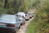 SAKLI CENNET - Karaman'da Heyelandan Kapanan Köy Yolu Ulaşıma Açıldı
