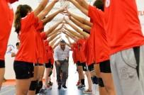 MATEMATIK - Başkan Uysal, Yaz Spor Okulu Voleybol Kapanış Törenine Katıldı