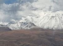 KAR YAĞıŞı - Süphan Dağı'na Mevsimin İlk Karı Yağdı