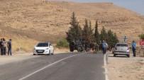 Yol Kesen Teröristler Sivil Aracı Taradı Açıklaması 1 Yaralı