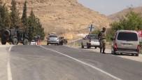 Yol Kesen Teröristler Sivil Aracı Taradı