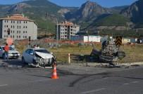 AHMET HAMDI AKPıNAR - İki Otomobil Çarpıştı Açıklaması 4 Yaralı